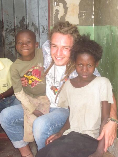 Christopher tra i ragazzi dei villaggi, Ndola, Zambia, 2011