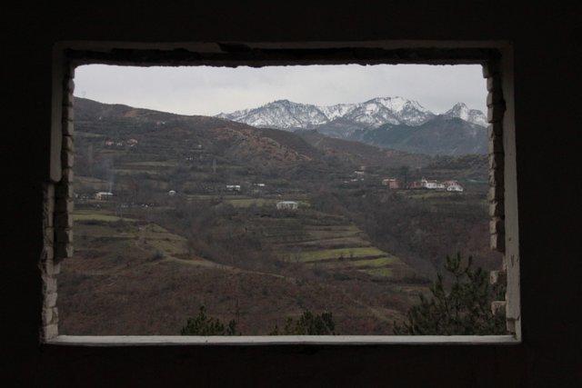 Panorama delle montagne di Tropoja, Albania. Foto di Angelo Carlo Valsesia, CB Oltre le vendette, 2012.