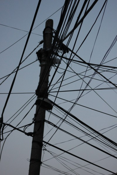 Distribuzione elettrica, foto Angelo Valsesia, CB Apg23, Albania 2012