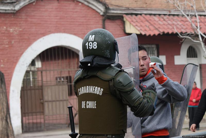 Proteste durante l'homenaje a Pinochet, Santiago del Cile, 2012, foto da http://www.flickr.com/photos/reporteos/7176634961/