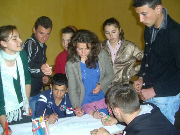 Attività di sensibilizzazione a scuola, Albania, 2012, foto di Ilaria Zomer CB Oltre le vendette