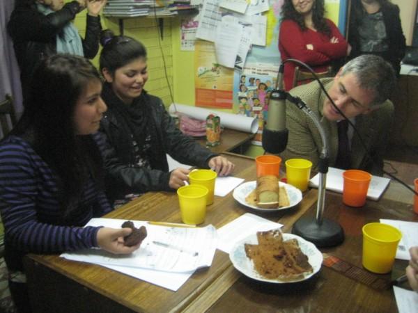 Rolando Melo (Sename) durante la trasmissione radio, Santiago del Cile, 2012