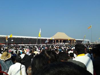 Un momento dell'incontro di Papa Francesco con la popolazione