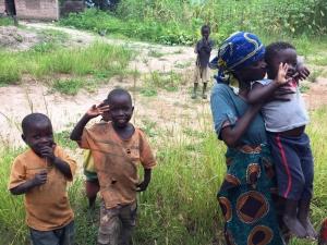 bambini in un villaggio