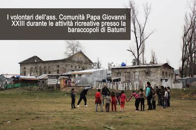 Attività ricreative nella baraccopoli di Batumi