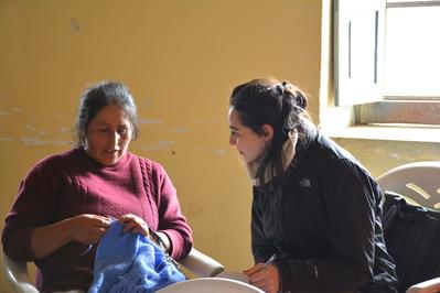 Valeria, durante uno dei taller previsti dal suo progetto