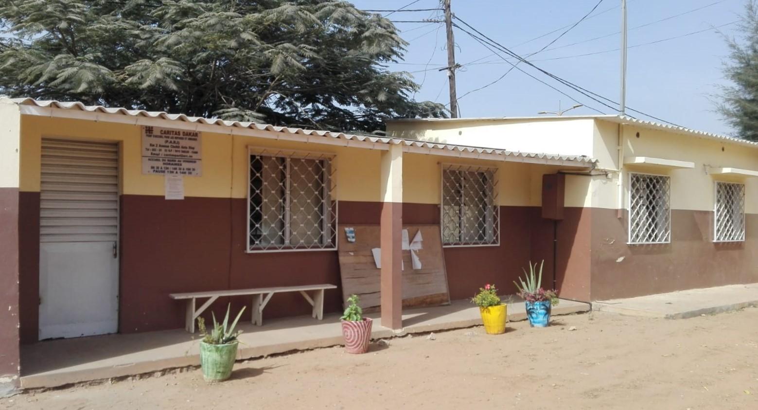 P.A.R.I. Punto di Accoglienza per Rifugiati ed Immigrati di Dakar - Senegal