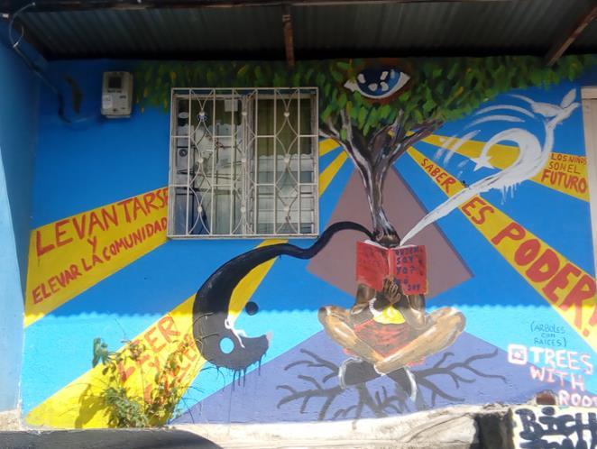 """Colombia_Medellin_murales """"Alzarsi e elevare la comunità, i bambini sono il futuro. La conoscenza è potere"""""""