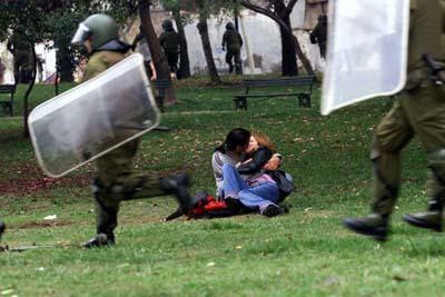 Cile_proteste_manifestazioni_bacio
